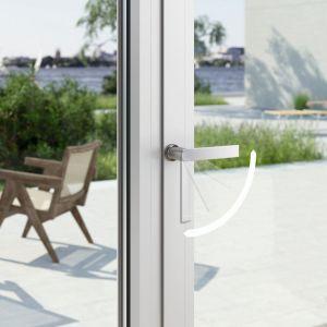 Drzwi balkonowe z klamką ułatwiającą otwieranie. Fot. Schüco