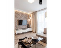 Panele na ścianie w salonie to propozycja KODO na nietypowe urozmaicenie ścian. Projekt i zdjęcia: Pracownia Wnętrz KODO