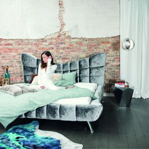 Luksusowa kolekcja mebli Cloud 7 marki Bretz oferuje także tapicerowane łóżka. Fot. Bretz / Galeria Heban