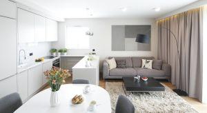 Salon zotwartą kuchnią to obecnie najpopularniejsze rozwiązanie aranżacyjne strefy dziennej w mieszkaniach. Jak zaplanować taką przestrzeń?