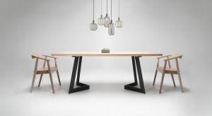Surowe, minimalistyczne wnętrza, otwarte przestrzenie, ściany z surowego betonu lub cegieł, dodatki ze stali to kwintesencjastylu industrialnego.Od kilku lat cieszy się niesłabnącym zainteresowaniem. Trend ten widoczny jest również we wzornict