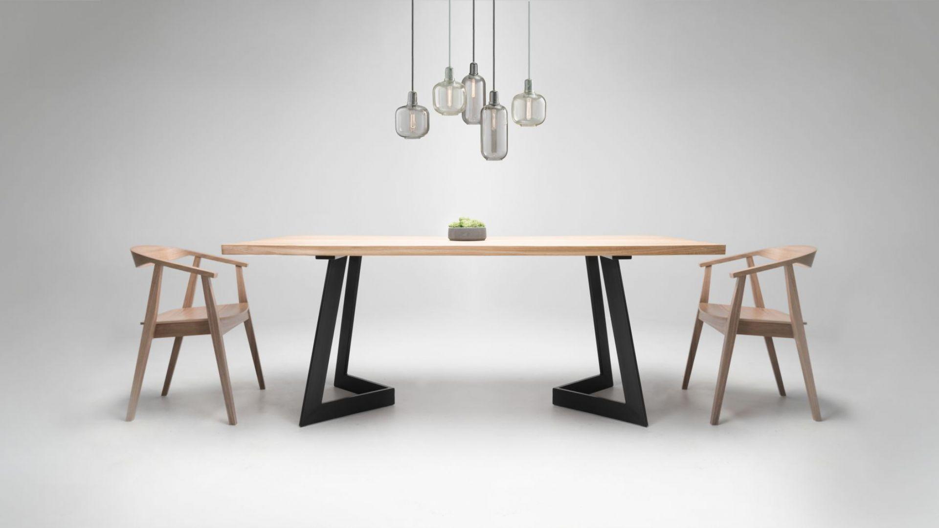 Dominujące materiały używane w stylu industrialnym pasują do wielu wnętrz, gdyż są naturalne, pierwotne. Metal i drewno. Fot. Custom Shop/Good Inside