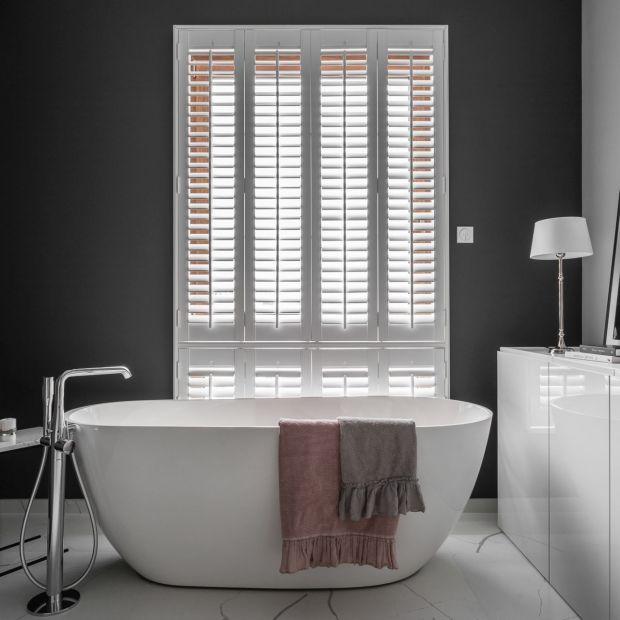 Nowoczesna, elegancka łazienka: zobacz wnętrze w stylu Audrey Hepburn