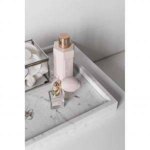 Wyposażenie łazienki oraz wszystkie widoczne elementy zostały dobrane ze szczególną starannością. Projekt: Aleksandra Kurc, Wiktor Kurc (Maka Studio). Fot. Foto&Mohito