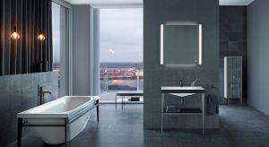 W najnowszej serii wyposażenia łazienki ostre kontrasty są kreowane przez łączenie powierzchni ceramicznych, szkła i metalu z matowymi lakierami lub wysokiej jakości drewnem.
