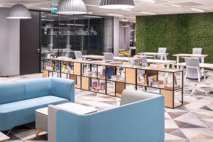 Nowa odsłona biura z branży FMCG w budynku Lumen. Projekt: Massive Design. Fot. Szymon Polański