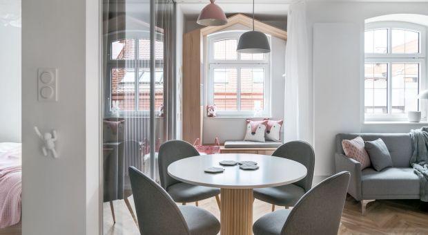 Przytulne, małe mieszkanie: nowoczesne wnętrze w pastelach