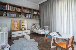 Znajdujące w innej części mieszkania sypialnie i łazienki pozwalają na wyraźne rozdzielenie stref dziennej i prywatnej. Projekt: Jacek Tryc. Fot. Jacek Tryc - wnętrza