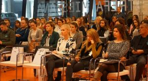 Spotkanie Studia Dobrych Rozwiązań w Białymstoku zgromadziło ponad 120 architektów i projektantów wnętrz. Na szczęście, przewidując wysoką frekwencję zorganizowaliśmy spotkanie... na stadionie. W programie znalazły się prezentacje i dyskusj