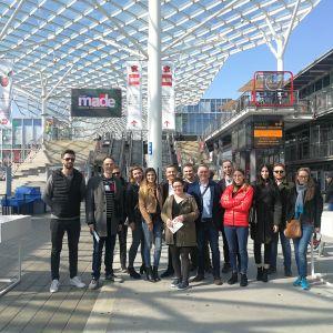 Zwycięzcy konkursu, jury i przedstawiciele Jawor-Parkiet w trakcie wyjazdu do Mediolanu