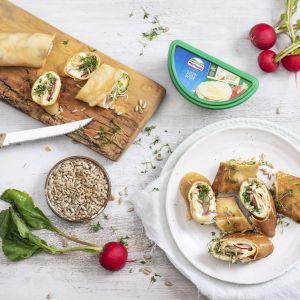 Naleśniki z serem kremowym gouda, warzywami i kiełkami. Fot. Hochland