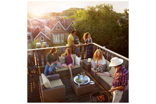 W miejskim krajobrazie balkon pełni rolę jedynej przestrzeni, w której można przebywać na powietrzu. Zanim jednak będzie onmiejscem wypoczynku, należy oczyścić go po zimie i wprowadzić zmiany, które sprawią, że stanie sięnaszymulubiony