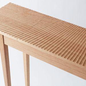 Użyteczny stół, projekt: Carve console, autor: Matt Hensby. Fot. Building Crafts College (BCC)