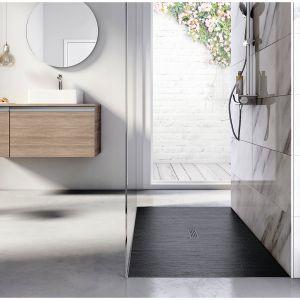 Wykonany z konglomeratu Stonex brodzik prysznicowy Helios można docinać tworząc modele pod wymiary konkretnej łazienki. Fot. Roca