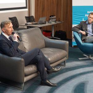 """Dyskusja podsumowująca blok tematyczny """"Technologie - zaprojektuj to"""". Od lewej: Marcin Pietrzyk (CAD Projekt K&A), Mariusz Golak (Meble.com.pl, """"Meble Plus"""")"""