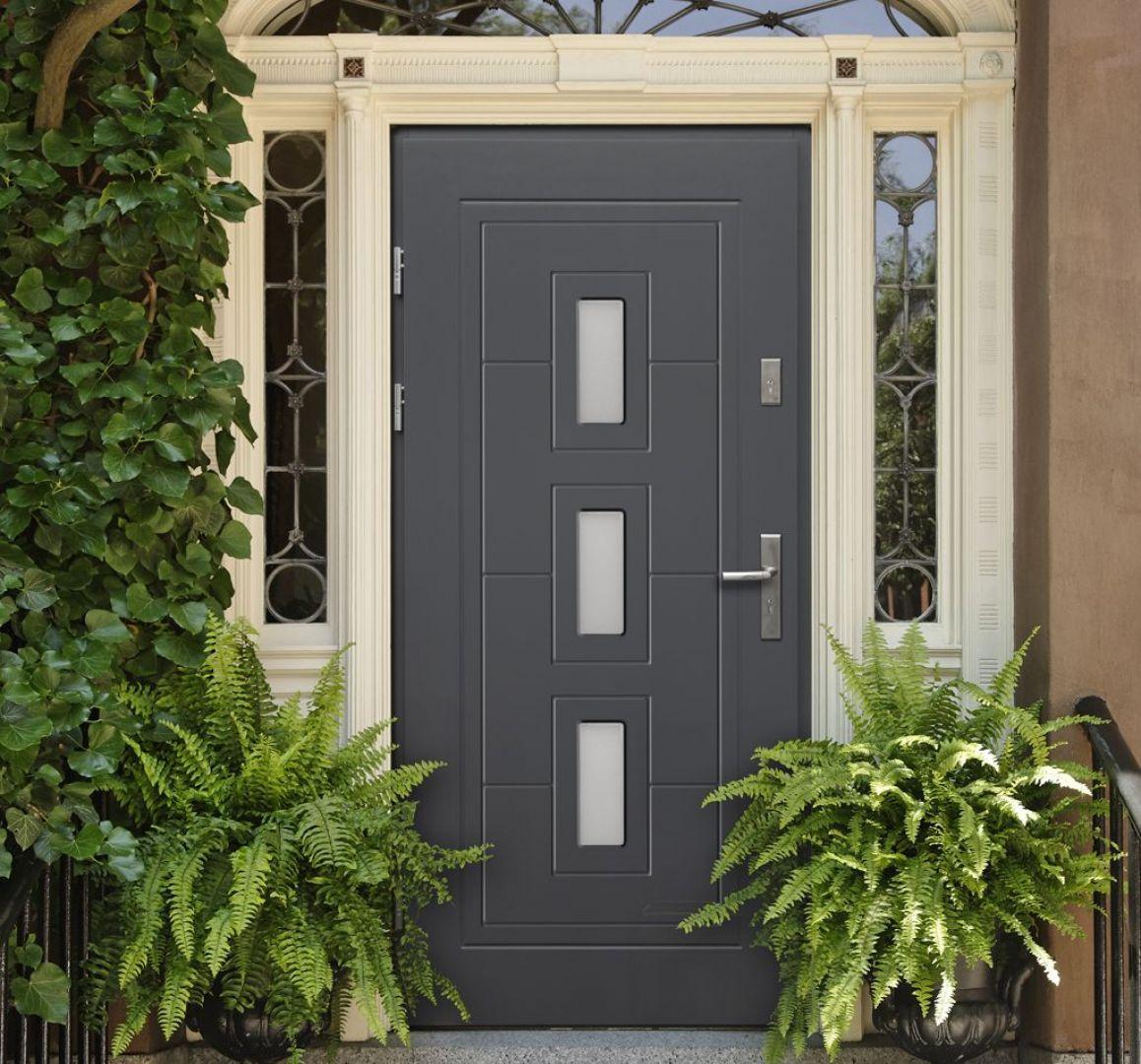 Drewniane drzwi wejściowe Termopanel  model Klaudiusz. Fot. 4iQ