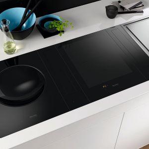 SMARTLINE - innowacyjne i wszechstronne urządzenia, które można indywidualnie zestawiać w zależności od kulinarnych preferencji. Do wyboru dwie płyty indukcyjne, płyta gazowa, Teppan Yaki i wok indukcyjny. Fot. Miele