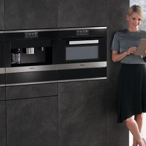DGC 6800 – urządzenie do gotowania na parze z funkcją piekarnika XL. Technologia MultiSteam zapewnia szybkie i równomierne rozłożenie pary w komorze dla doskonałego smaku potraw. Specjalna komora umożliwia gotowanie na 3 poziomach, bez przenoszenia smaku czy zapachu. Fot. Miele