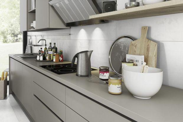Tradycyjne płytki łazienkowe i kuchenne od lat goszczą w polskich domach. I choć ich popularność nie słabnie, to osoby urządzające wnętrza coraz chętniej poszukują alternatywnych produktów.