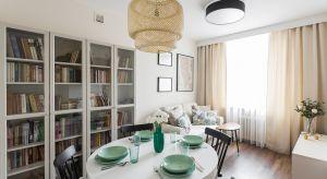 Inwestorzyzapragnęli wpuścić do swego 50-metrowego mieszkania w centrum Kielc trochę oddechu, nieco zmienić układ na bardziej funkcjonalny i urządzić tak, żeby było bardziej przytulne. Nie przewidywali wielkich zmian, ale na wszelki wypadek po