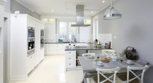 Jak urządzić dużą kuchnię? Na co zwrócić uwagę i o czym pamiętać? Podpowiada architekt z wieloletnim stażem Małgorzata Mataniak-Pakuła.