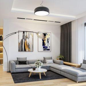 Dopełnieniem wystroju salonu jest nowoczesne oświetlenie. Dom Oszust. Projekt: arch. Michał Gąsiorowski. Fot. MG Projekt