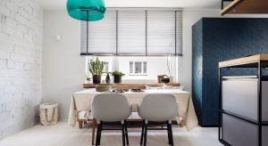 Projekt kuchni i jadalni w tym gdyńskim mieszkaniu to owoc ogromnego zaufania, jakim inwestorzy obdarzyli architektów. Efekt? Bogactwo nietuzinkowych rozwiązań, zamkniętych w nowoczesną formę z odrobiną industrialnego sznytu.