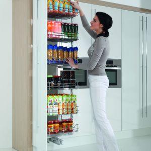 Systemy do organizacji szafek kuchennych:  Cargo Maxi. Fot. Rejs
