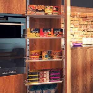 Systemy do organizacji szafek kuchennych:  Cargo Maxi obrotowe. Fot. Rejs