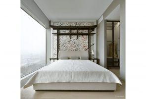Zgodnie z autorskim pomysłem projektantów, konstrukcja zagłówka nawiązuje do koncepcji bramy Torii, która jest także powszechnie rozpoznawalnym elementem architektury japońskiej. Projekt: Monika i Adam Bronikowscy (HOLA Design). Fot. Yassen Hristov