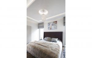 Kolorystykę sypialni wspaniale spina obraz nad łóżkiem, który łączy w sobie wszystkie barwy użyte w aranżacji. Projekt: Agnieszka Hajdas-Obajtek. Fot. Bartosz Jarosz