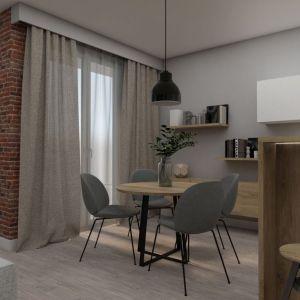 Zróżnicowane materiały, typowo pokojowe otwarte półki i szafka, dużo drewna oraz miękkie tkaniny w oknach nadają aneksowi kuchenno-jadalnemu salonowy charakter. Fot. Pracownia Architektoniczna MGN
