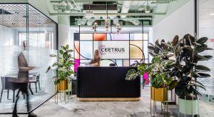 Nowe biuro Ceetrus jest przede wszystkim wyrazem panującej w firmie kultury. To miejsce spotkań, zapraszające gości i pracowników do środka, łączące przyjacielską atmosferę z biznesowym wizerunkiem. Przestrzeń pracyurządzono niczym eleganck