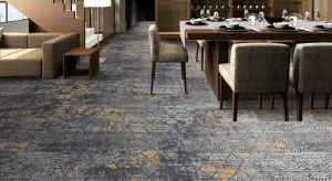 Wielkoformatowe płytki dywanowe zmienią optycznie przestrzeń, nadając jej wyjątkowej głębi i charakteru.
