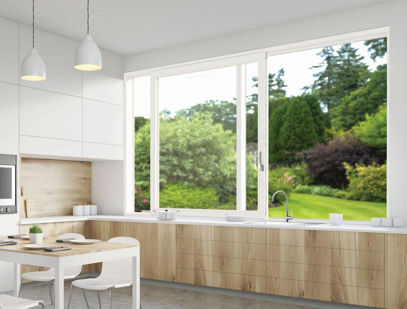 Patio Inowa -to wygodne i szczelne okno do kuchni. Fot. Roto