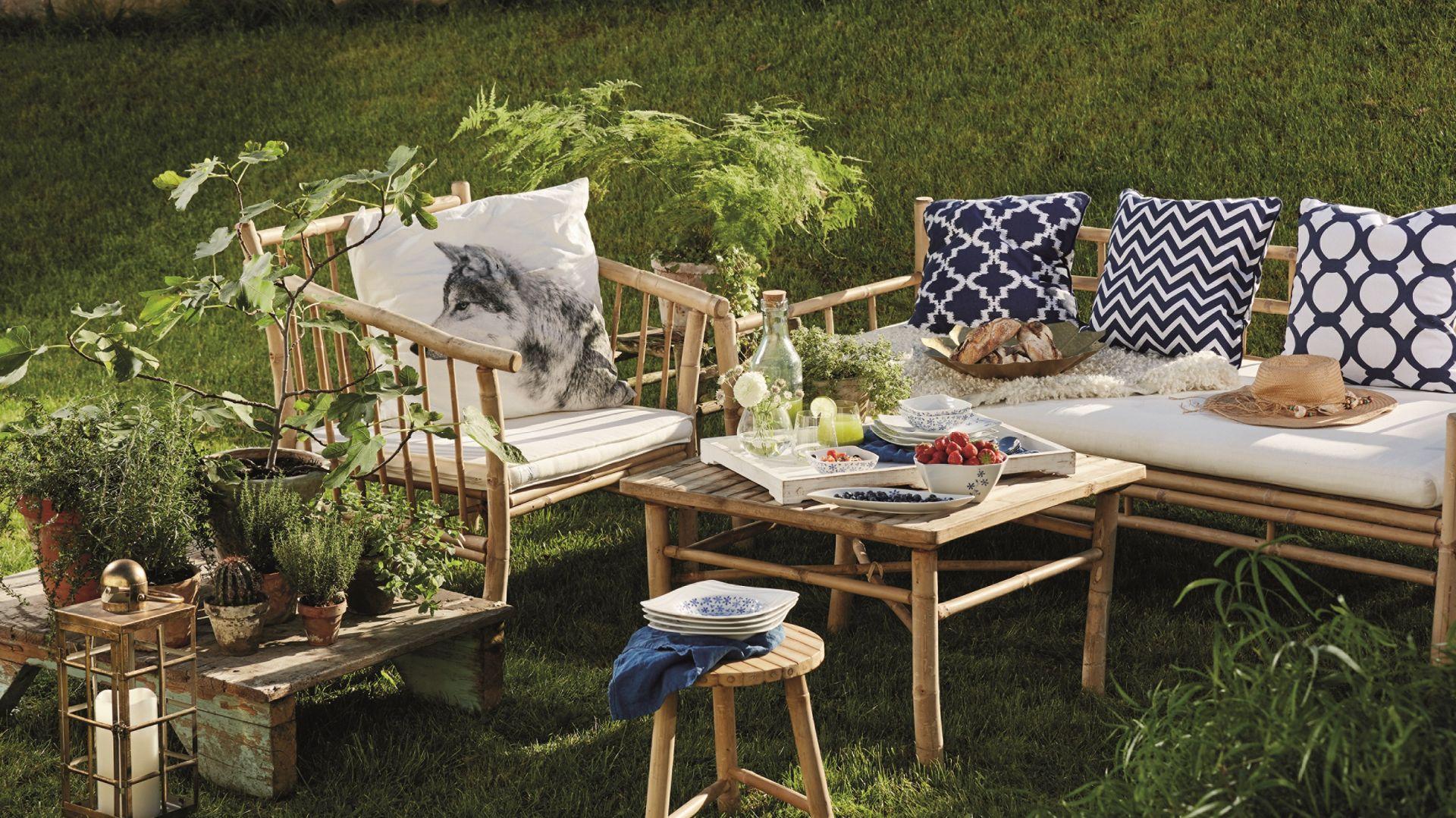 Wyjątkowy klimat przyjęcia w ogrodzie stworzą porcelanowe zastawy. Fot. Fyrklövern