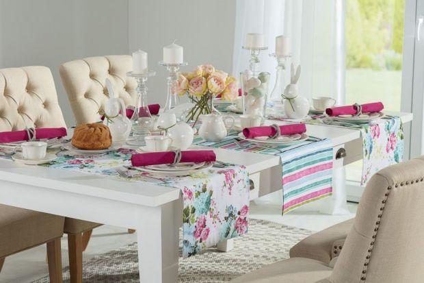 Pastelowe kolory, wiosenna zieleń w różnych odcieniach, a może mocne barwy i zdecydowane wzory? Jeśli nie wiesz, jakie dodatki dobrze sprawdzą się w wiosennej aranżacji stołu, koniecznie sprawdź poniższe zestawienie propozycji, przygotowane we