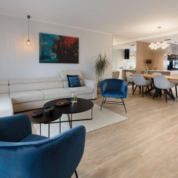 Dom dla dwojga: zobacz harmonijne, eleganckie wnętrze