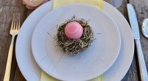 Okazuje się, że wielkanocne jajeczka mogą się znaleźć, a wręcz powinny, nie tylko w wielkanocnym koszyczku, ale również w naszej kosmetyczce.