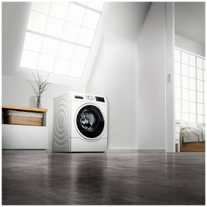 Pralko-suszarka WDU28540EU dzięki 70-litrowemu bębnowi VarioDrum może wyprać aż do 10 kilogramów ubrań, a w jednym cyklu połączonym z suszeniem wypierze i wysuszy nawet 6 kilogramów tekstyliów. Funkcja odświeżania ubrań przy użyciu pary bez konieczności prania. Cena: 3.500 zł. Dostępna w ofercie firmy Bosch. Fot. Bosch