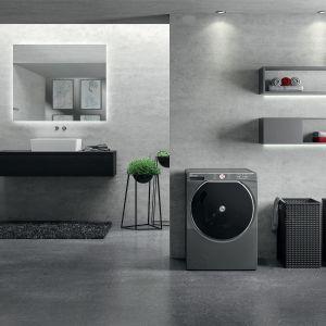 Pralko-suszarka AXI automatycznie dozuje detergent, sugeruje najlepszy program prania, pozwala na zdalne sterowanie i monitorowanie pracy z poziomu smartfona oraz delikatnie suszy ubrania. Dostępna w ofercie firmy Hoover. Fot. Hoover