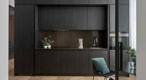 Wytyczne właściciela poznańskiego apartamentu były jasne. Mieszkanie miało być urządzone w duchu nowoczesnej klasyki, z użyciem najwyższej jakości materiałów i mebli. Projektanci pracowni ZenDizajn i Studio Forma 96 postarali się, abywszyst