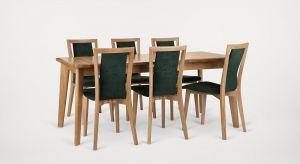 Praktyczny stół domowy oraz krzesła z drewna dębowego zachwycą niewymuszoną elegancją i funkcjonalnym charakterem.