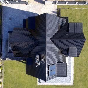 Dachówka Titania Fineze czarna glazurowana. Fot. Creaton Polska