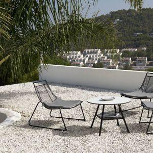 Piękny taras na lato - nowe kolekcje mebli ogrodowych:  krzesło wypoczynkowe Elba. Fot. BoConcept