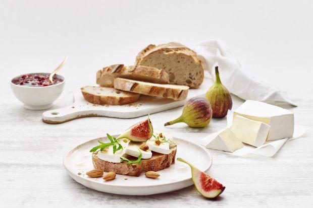 Sery pleśniowe, na czele z najsłynniejszymi – brie i camembert, to prawdziwa uczta dla podniebienia.
