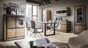 Proste formy, czarne dekoracyjne elementy oraz ciepły odcień drewna to cechy nowej kolekcji mebli do salonu i jadalni.