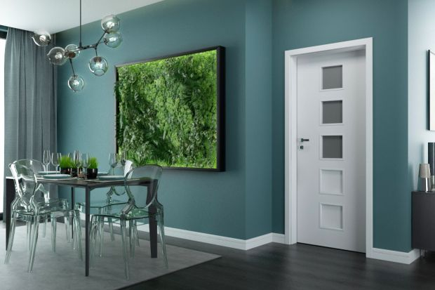 Drzwi wewnętrzne spełniają kilka funkcji w naszych domach i mieszkaniach. Oddzielają od siebie pomieszczenia, chronią prywatność mieszkańców, są też ważnym elementem dekoracyjnym, który wpływa na estetykę wnętrza.