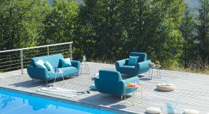 Aby w pełni cieszyć się odpoczynkiem pod gołym niebem warto zadbać o odpowiednią oprawę, czyli wygodne, odporne i ładne meble zewnętrzne.