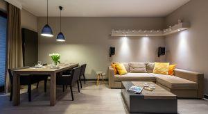 Home staging to pojęcie, które nie ma polskiego odpowiednika, a mimo to jest coraz popularniejsze nad Wisłą. Oznacza ono takie przygotowanie mieszkania, aby wydobyć z niego mocne strony i wzmocnić atrakcyjność w oczach nabywcy.